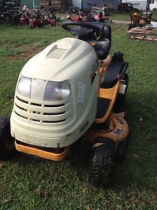 Cub Cadet 18H P Lawn and Garden Tractor 42'' Mower Hydro Trans Model LT1018