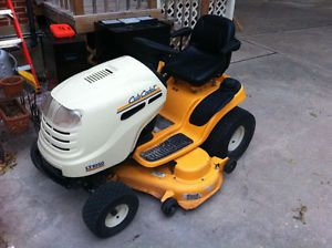 Very Nice Cub Cadet Lt 1050 Riding Lawn Mower Tractor Works Well