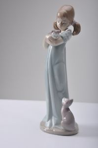 Lladro Girl with Kittens Cats Dont Forget Me 5743 Figurine