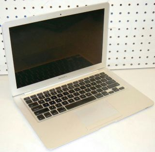 Apple MacBook Air Laptop Core 2 Duo 1 6GHz 2GB 80GB