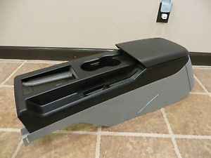 05 Ford Mustang GT Center Console Factory Automatic w Power Outlet Black Grey