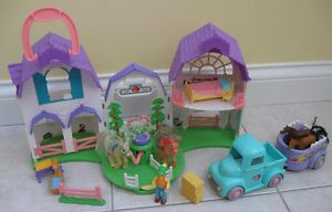 Fisher Price Sweet Street Dollhouse Horse Stable House Load Horse Trailer People