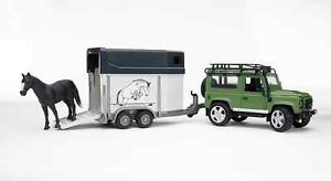Bruder 1 16 Scale Land Rover Defender with Horse Trailer Plastic Toy 02592