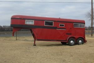 2 Horse Trailer w Dressing Room Gooseneck Really Good Shape 7' Tall