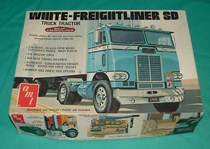 Vintage AMT White Freightliner SD Semi Truck Model Kit Parts Restore Unbuilt