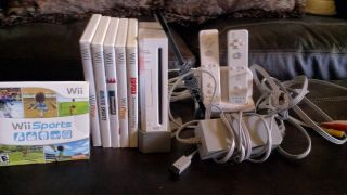 Nintendo Wii White Console Games Controllers Charger 045496880088