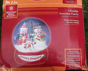 Gemmy Airblown Inflatable Snow Globe Snowman Family with Snow Inside