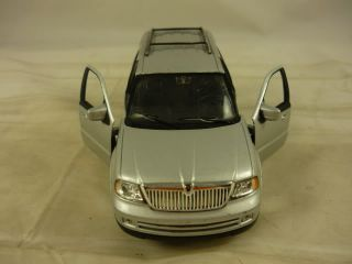 Welly Lincoln Navigator Die Cast Metal Toy Car