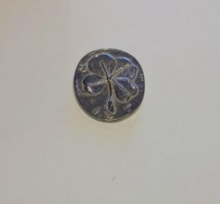 Four Leaf Clover Pocket Coin Shaped Token Metal Silver Color Pop Up Shiny Design