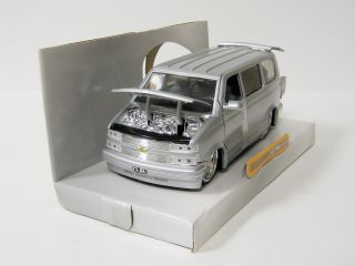 2001 Chevrolet Astro Diecast Model Van Jada Dub City 1 24 Scale Silver