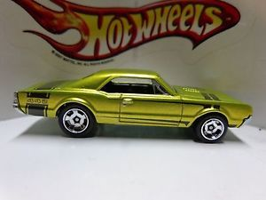 Hot Wheels Loose 2013 Cool Classics Spectra Frost Lime '67 Oldsmobile 442
