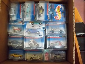 Hot Wheels Lot with 1 18 57 Buick Roadmaster and 1 18 1962 Ford Thunderbird