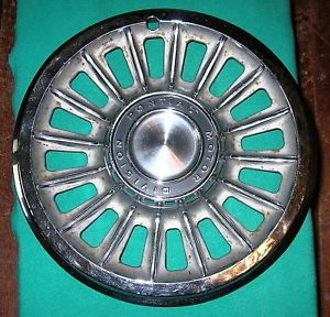 1965 Pontiac Bonneville Hubcap Wheel Cover 14""